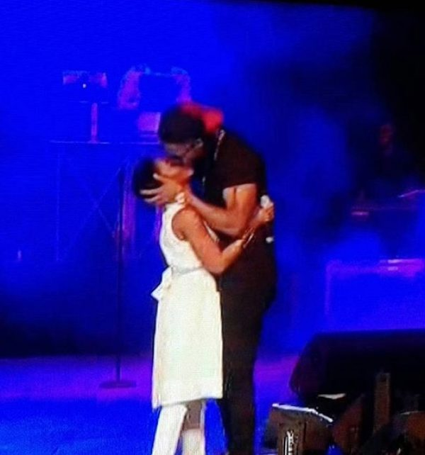 Flavour seduced Chidimma on stage and got a kiss.